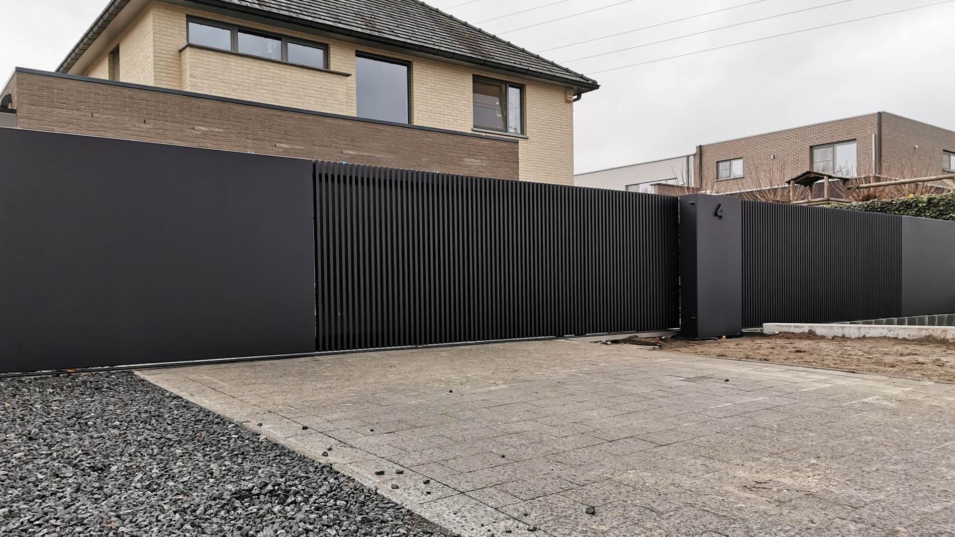 Design project schuifpoort in stijl Lamels gecombineerd met loopdeur en panelen in Panel