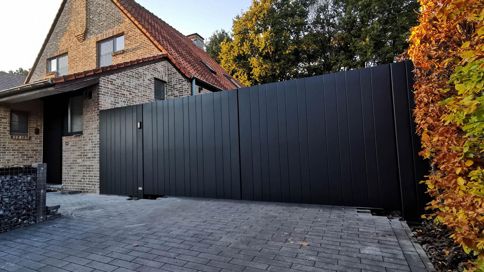 Aluminium vleugelpoort met vast stuk in stijl Lamels - Hasselt