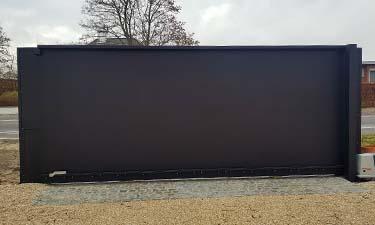 Exclusieve aluminium design poort op rail met pakketbrievenbus - Sint-truiden