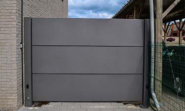 Moderne aluminium vleugelpoort te neeroeteren