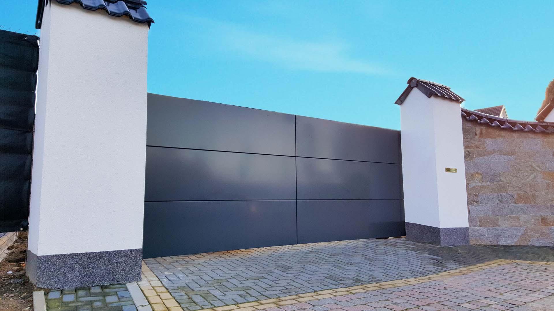 Moderne schuifpoort design aluminium horizontale panelen - Rekem, Limburg