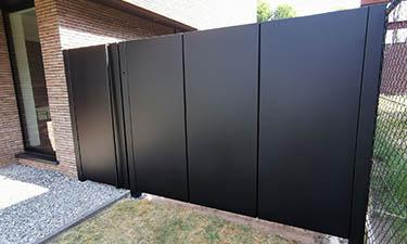 Moderne veugelpoort verticale aluminium panelen - Paal