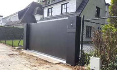 Design schuifpoort uit vlakke aluminium plaat / paneel